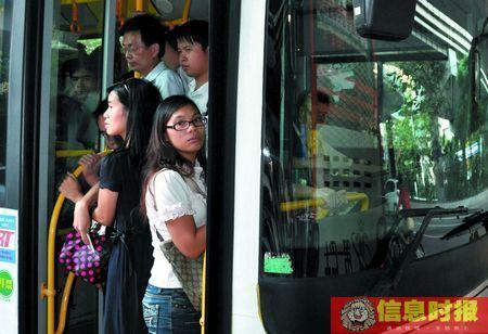 广州BRT人挤人时